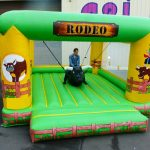 RODEO BULL SUSPENDU